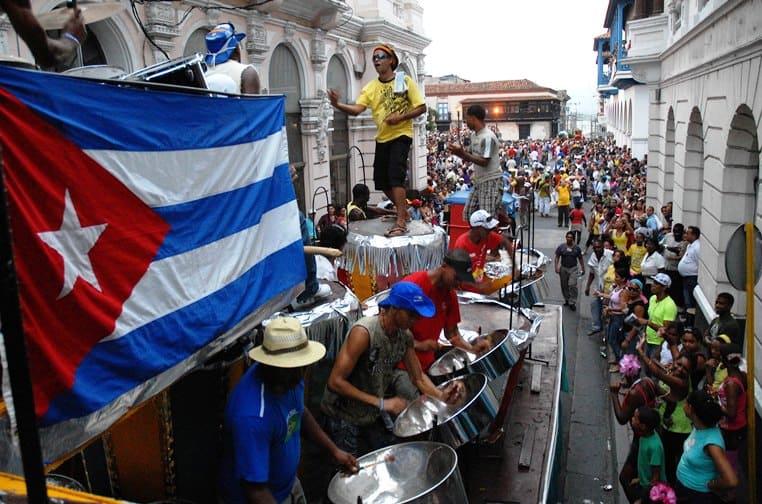 Música, tradición, sabor, calor y color... no existe forma de que la cultura de Cuba pase desapercibida ante cualquiera (nacionyemigracion)