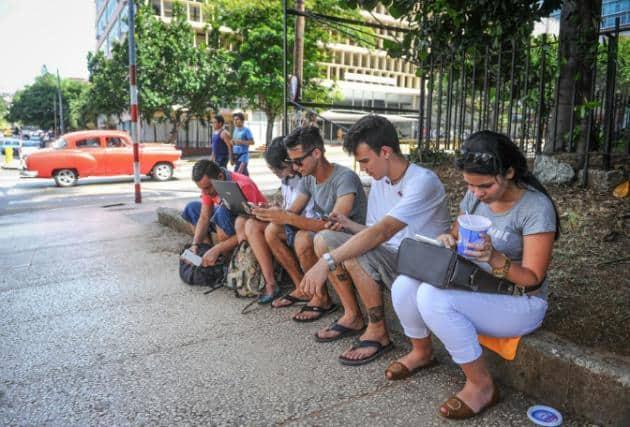 Cuba quiere un cable submarino de internet desde Miami a La Habana