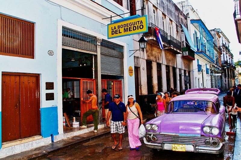 La Bodeguita del Medio es un lugar turístico por excelencia en La Habana