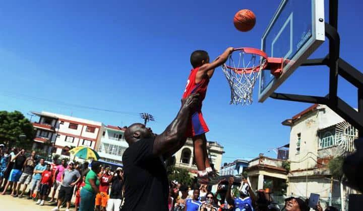 Shaquille O'Neal conquista a los cubanos