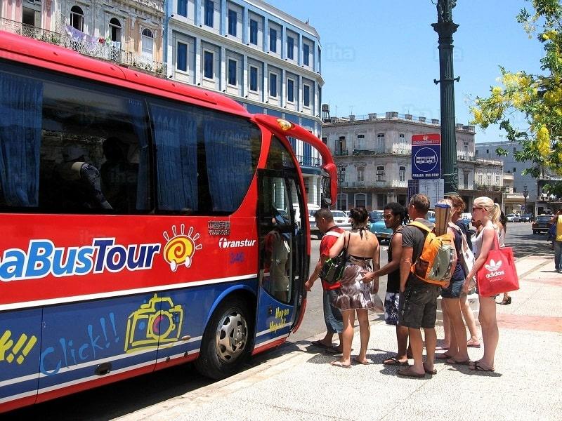 El bus turístico tiene distintas paradas por toda la ciudad