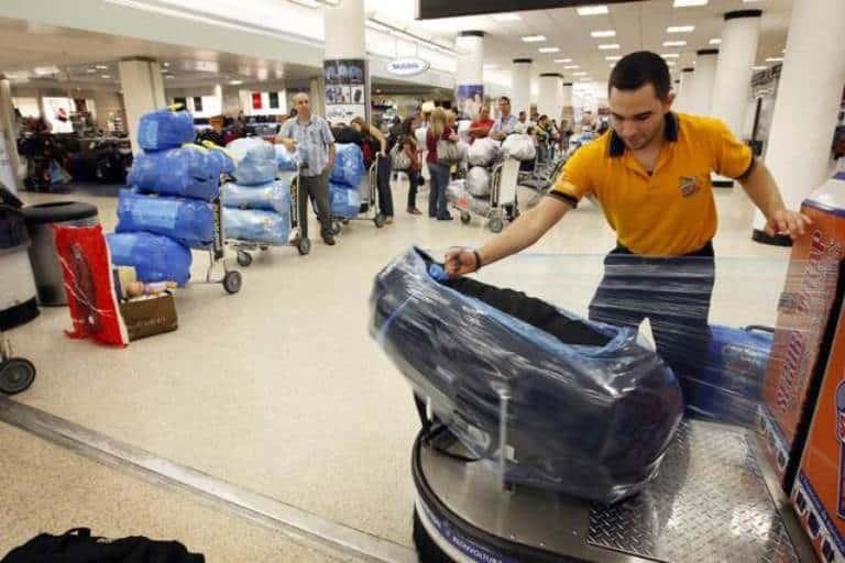 Para aquellos que viajen a Cuba y se preguntan cuánto debe ser el peso del equipaje máximo que podrán sacar sin pago extra al salir de la isla. Aquí está la respuesta FOTO: elnuevoherald.com