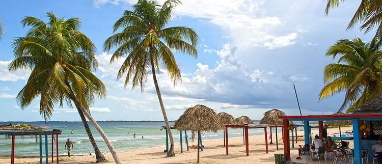 ¡Cuba y sus Hermosas Playas! Se encuentra ubicada a unos 180 Kms del Sureste de La Habana. Y a unos 132 Kms de las también hermosas playas de Varadero FOTO: surarial.com