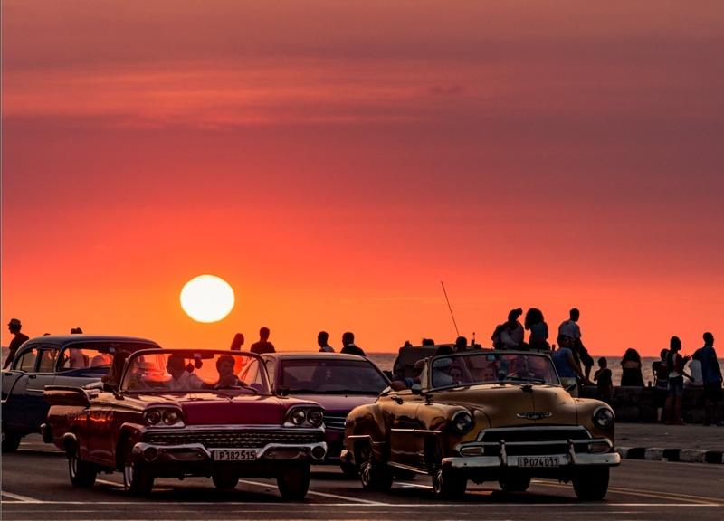 Una de las cosas que puedes hacer es venir al Malecón a disfrutar del atardecer