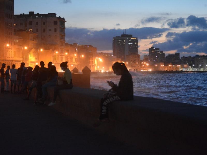 Malecón de La Habana de noche