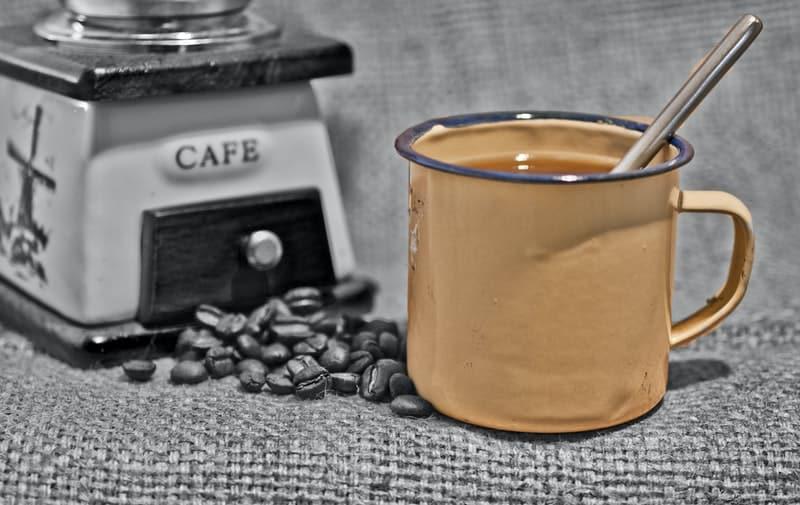 Tomar un delicioso café cubano