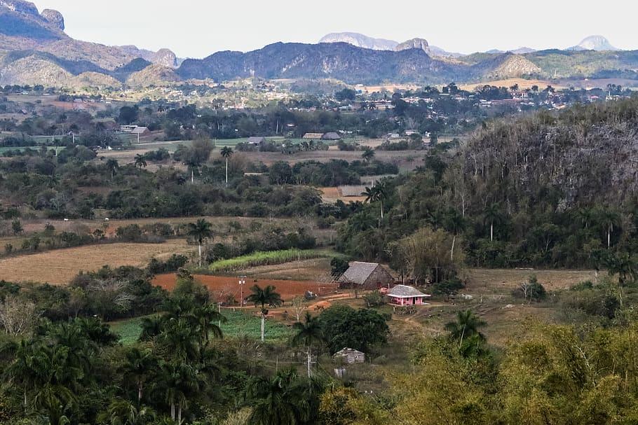 Visitar el El valle de Viñales es otra de las cosas que debes hacer si viajas a Cuba