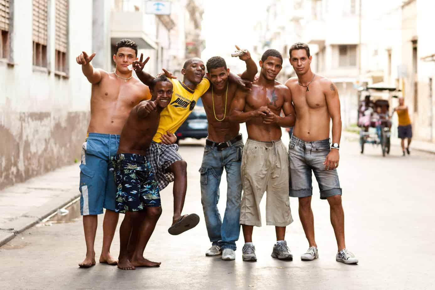 гаража кубинские мужчины фото метельчатых