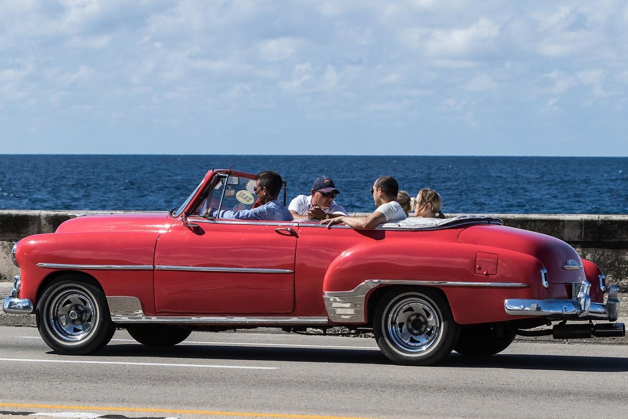 Coger botella es una forma de movilizarse en Cuba