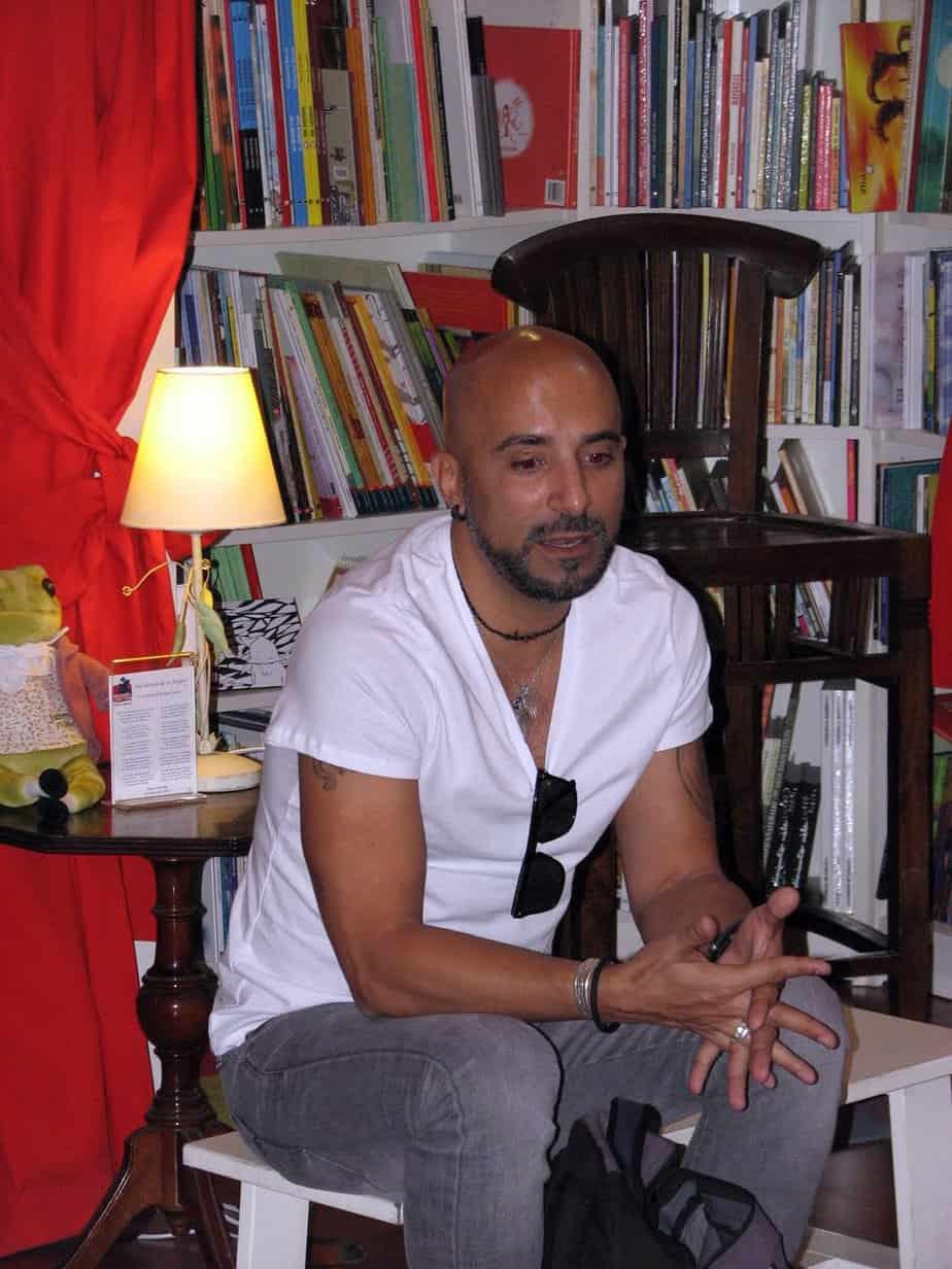 Literatura cubana en la cajita de Nelson Simón