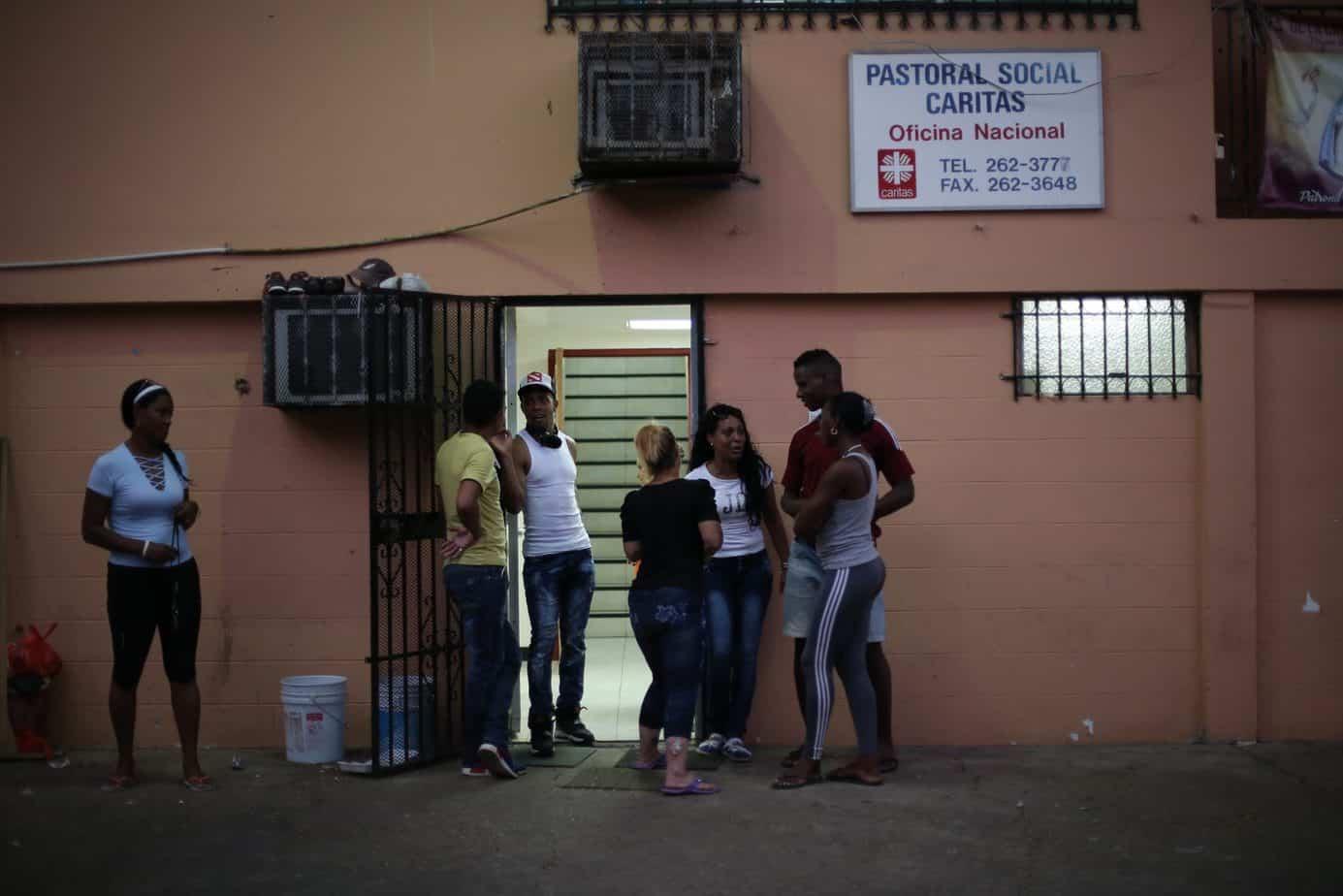 Cubanos varados en Panamá se niegan a moverse a nuevo albergue