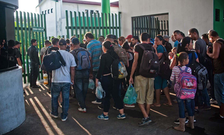 México aclara que otorgará permiso de estancia a cubanos varados, no asilo