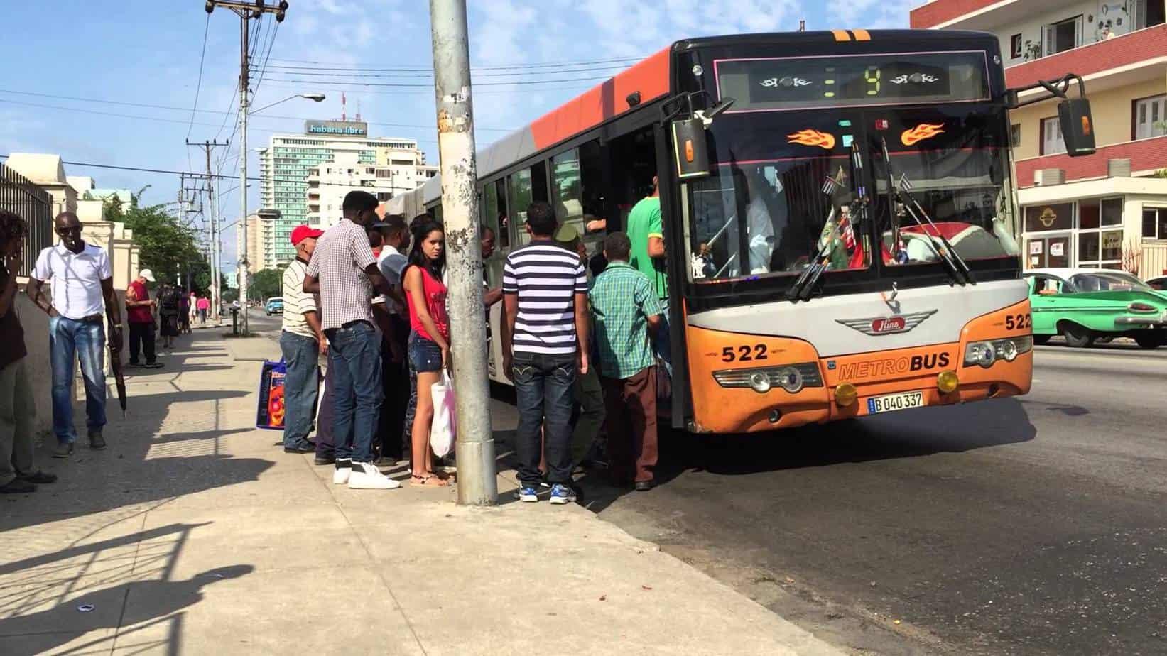 ¿Cómo olvidar qué es montarse en una guagua en Cuba?