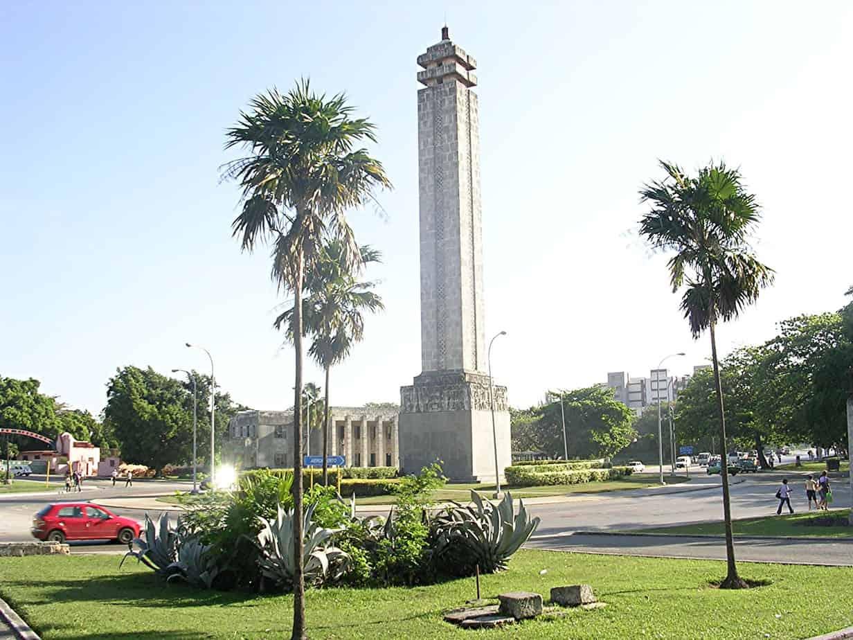 """Una historia en los caminos de Cuba: """"La Fiebre del Obelisco"""""""