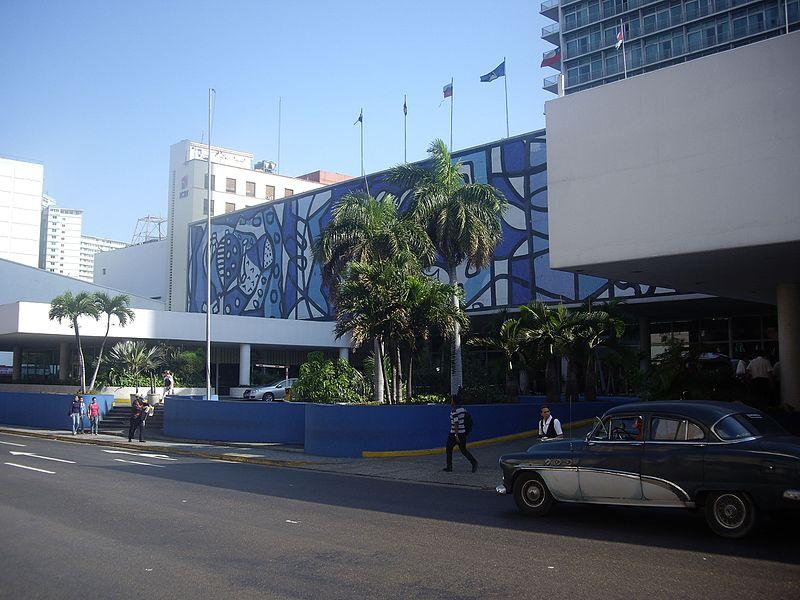 Acceso al Hotel Habana Libre