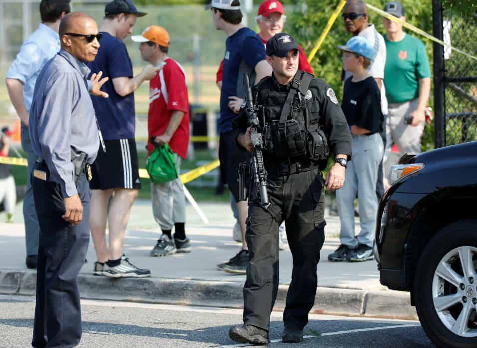 Cinco heridos entre ellos el líder Congresista republicano Steve Scalise en un atentado con armas de fuego en la ciudad de Virginia