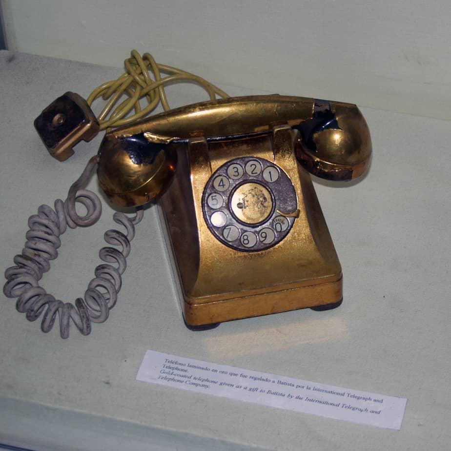 Conoce el lujoso telefono de oro macizo que tenía Fulgencio Batista