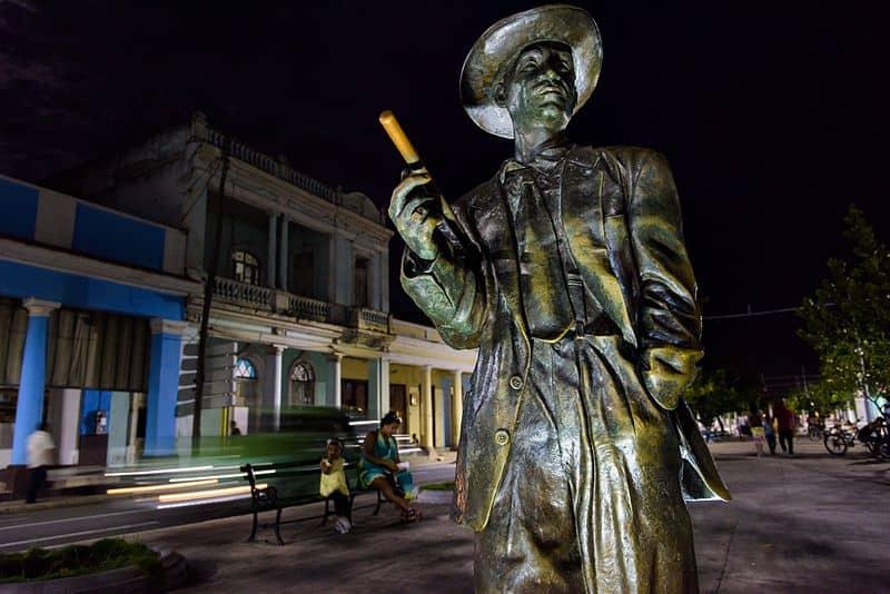 Escultura de Benny Moré en Cienfuegos