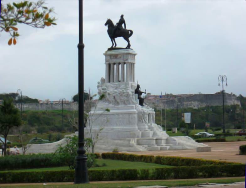 Monumento a Máximo Gómez, uno de los 3 héroes a caballo de La Habana