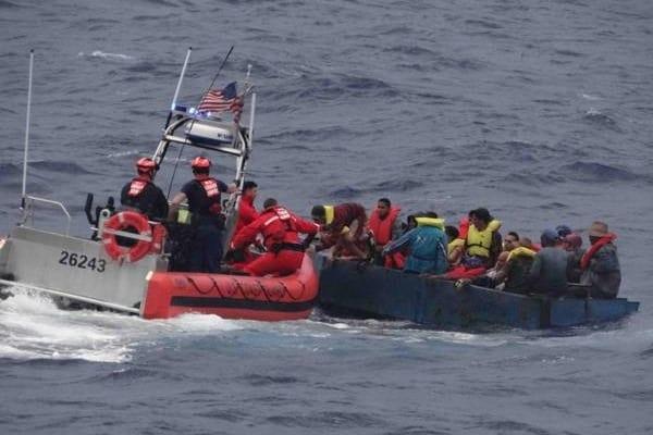Trece balseros cubanos son capturados cerca de la costa de Florida