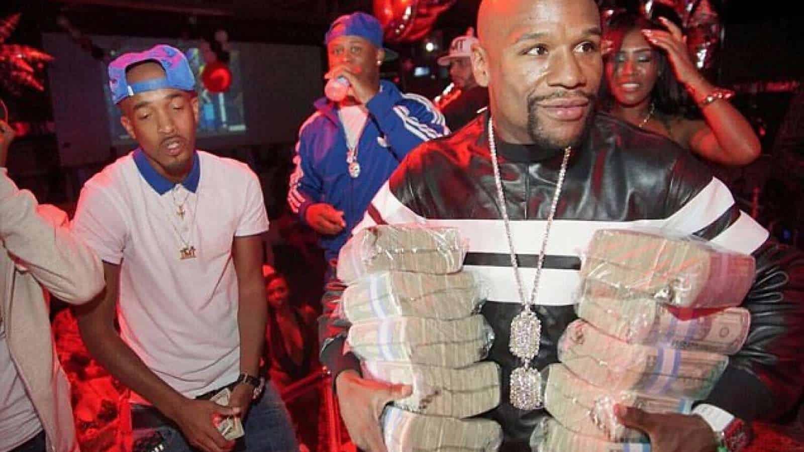 La super fiesta de Mayweather en un club de striptease tras derrotar a McGregor + Video