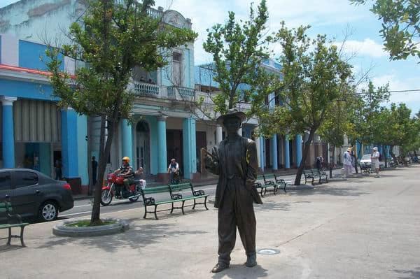 Estatua de Benny Moré en Cienfuegos