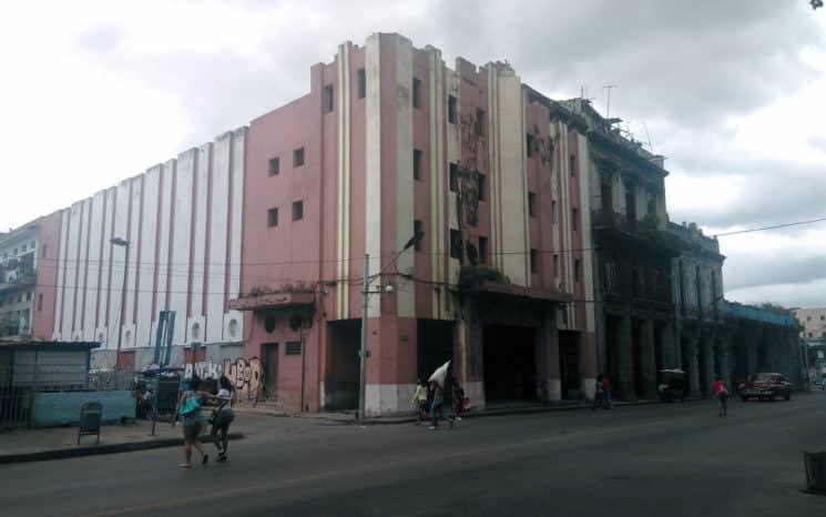 Esto es lo que ocurrió con el famoso cine Reina de La Habana