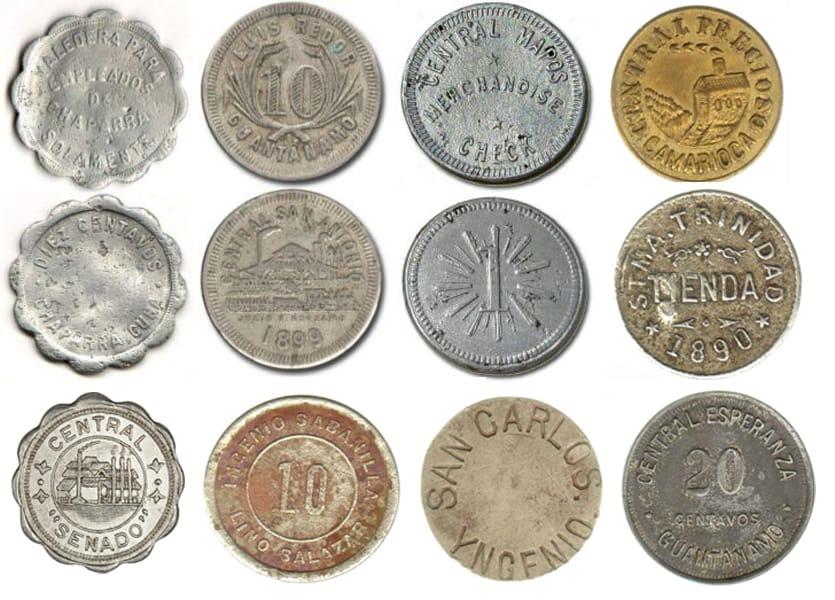 Varios tokens azucareros cubanos utilizados para el pago de los trabajadores durante los siglos XIX y XX.