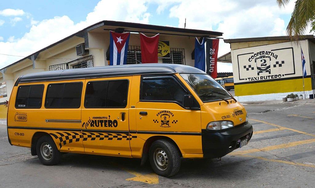 Nuevas rutas de taxis ruteros para el transporte en La Habana. Se podrá pagar el pasaje en moneda nacional o divisa.