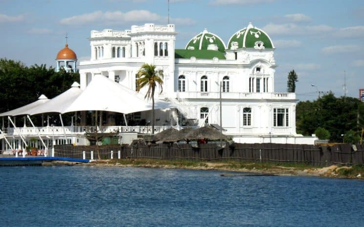Conoce el El Club Cienfuegos, antiguo Yatch Club patrimonio arquitectónico de Cuba.