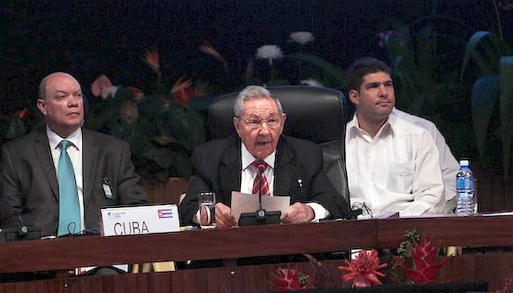 Raúl Castro culpa a bloqueo económico por limitaciones económicas de Cuba