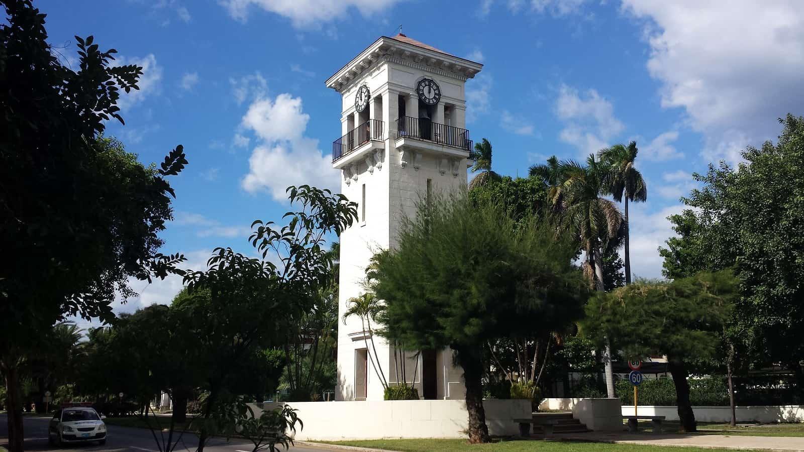 ¿Sabías que el reloj de la Quinta Avenida de Miramar, en La Habana, es una réplica del Big Ben de Londres?