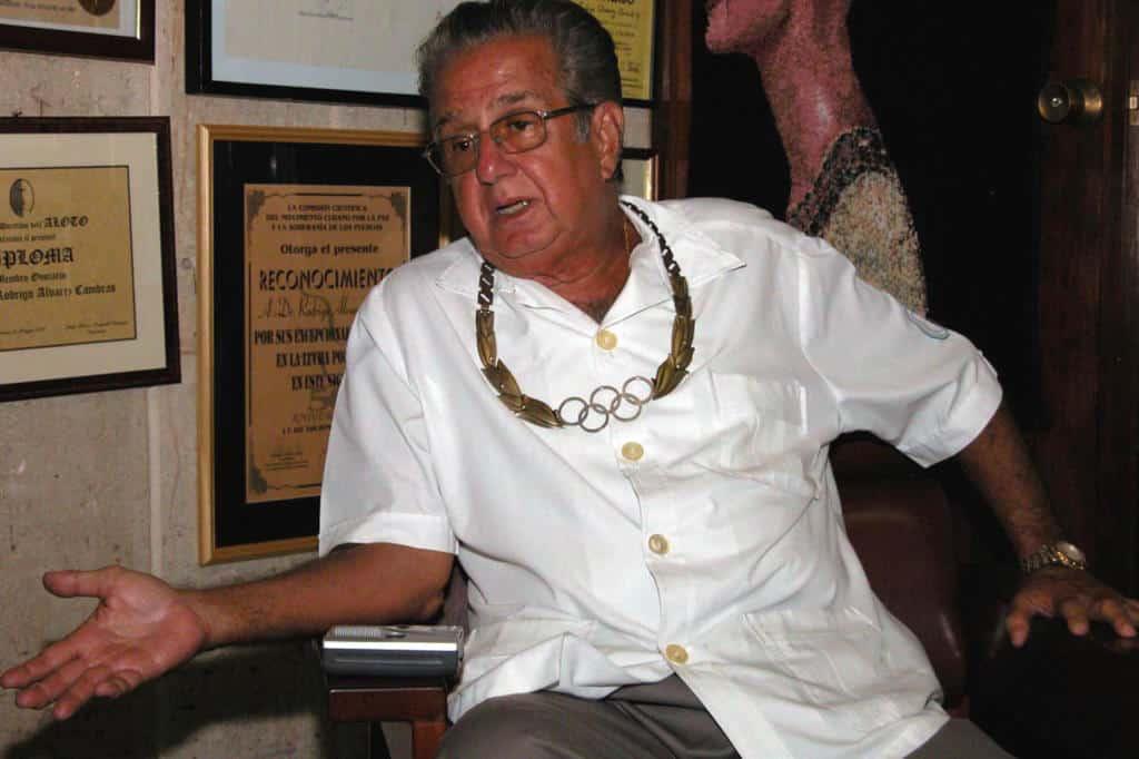 Rodrigo Álvarez Cambras, el genial médico cubano que es una leyenda viva de la Ortopedia