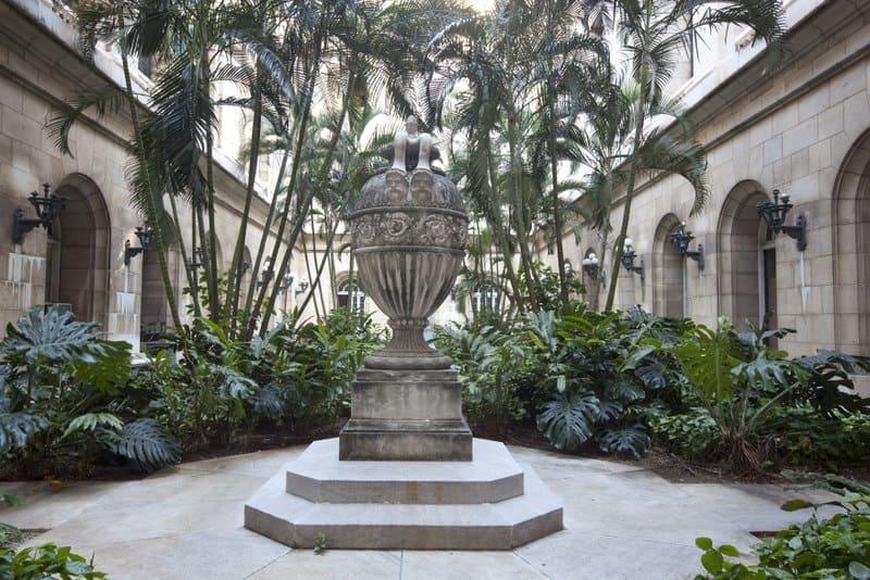 Jardín interno del Capitolio de La Habana