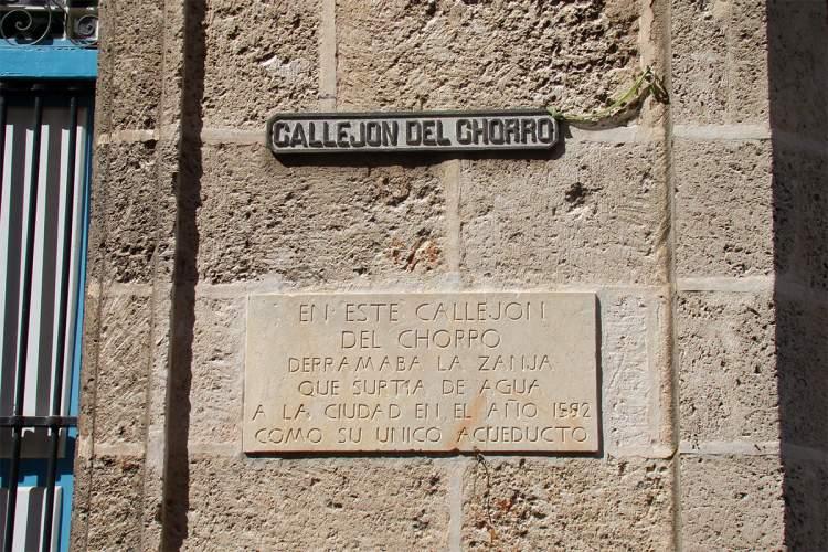 Callejón del Chorro, la pequeña calle donde bebía La Habana