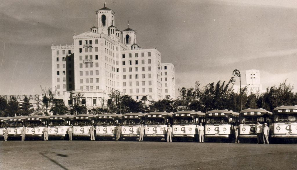¿Realmente caminamos al futuro? En la década de 1950 circulaban unos 2 000 ómnibus en La Habana, el triple de los que existen hoy (y para la mitad de la población actual)