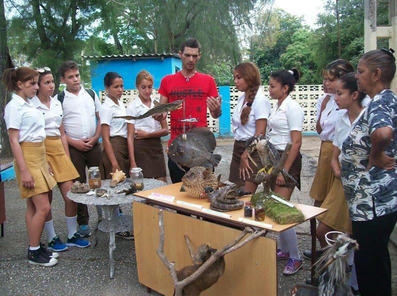 Leosnavy Canut, el joven cubano que ha creado su propio zoológico con animales disecados
