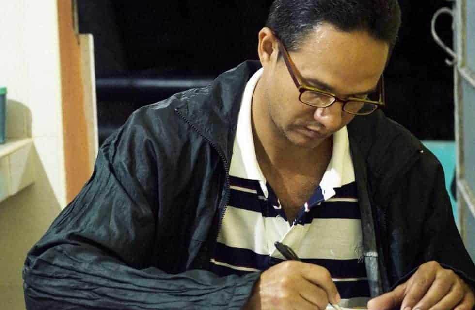 Josué, el cubano que lleva 10 años escribiendo cartas a reyes, presidentes y personalidades del mundo entero