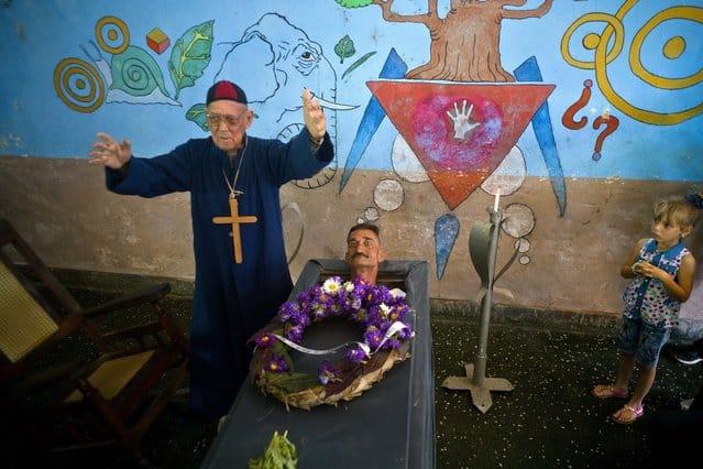 Crónicas curiosas de mi Cuba: Cuando el muerto se fue de rumba y revivió dentro de su tumba