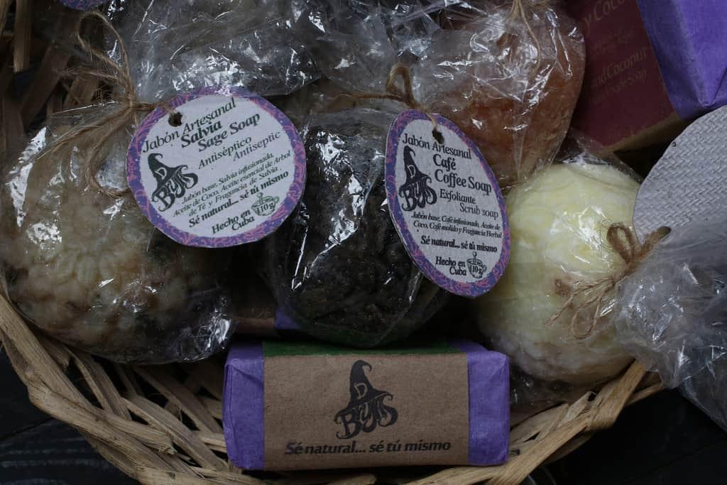 Las Brujas, el curioso negocio que emprendieron unas cuentapropistas cubanas con deseos de sacar su linea de jabones artesanales