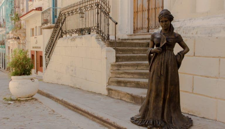 Escultura de Cecilia Valdés en la Habana