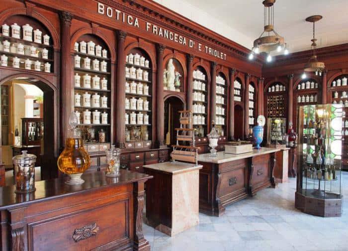 Antigua botica francesa en Cuba