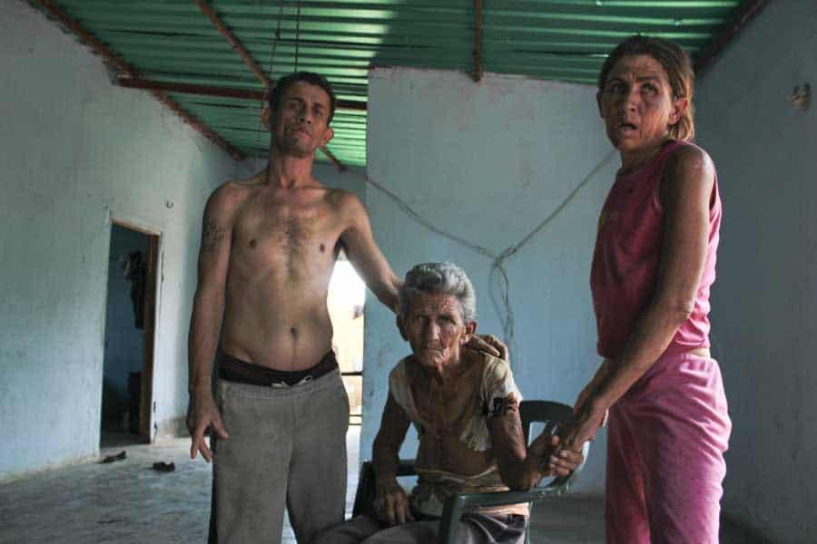 Anciana afectada con el baile de san vito