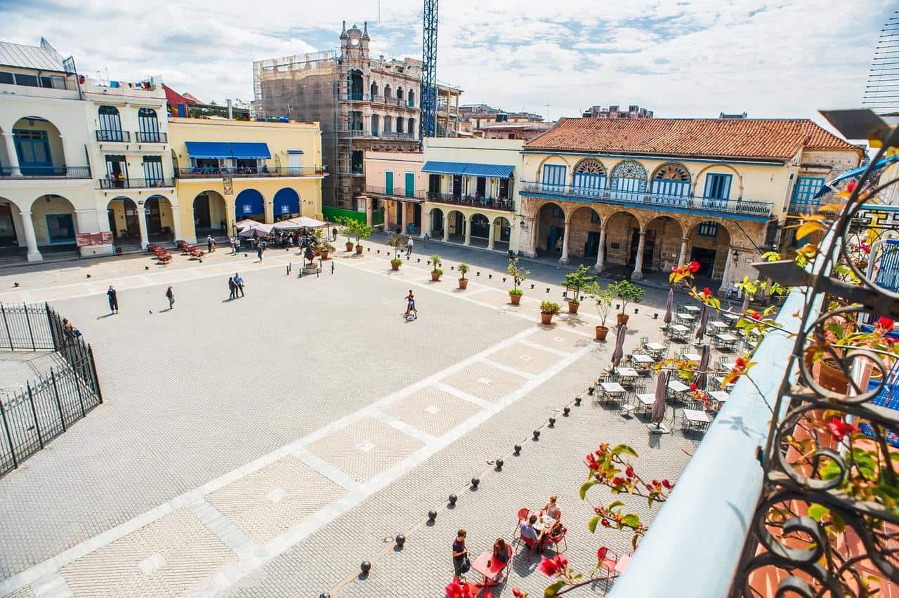 Los mejores restaurantes para visitar en La Plaza Vieja, uno de los lugares icónicos de La Habana Vieja (+ Fotos)