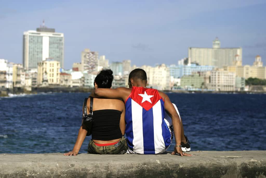 """7 tipos de parejas de """"enamorados"""" que puedes encontrar en Cuba"""