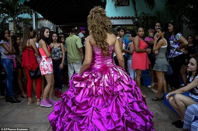 Las quinceañeras, una celebración centenaria en Cuba que cada vez es mas cara