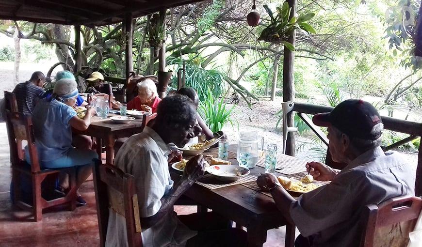 Divino, un restaurante privado en Cuba que ofrece comida gratis a los ancianos