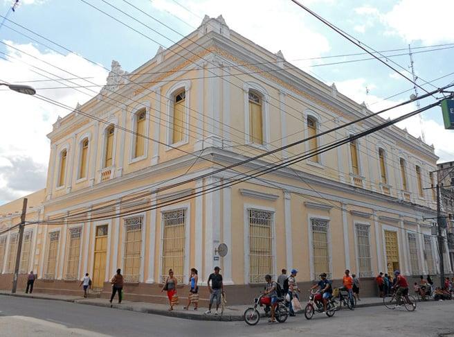Colegio del Apostolado de Cienfuegos, un edificio que encanta cien años después