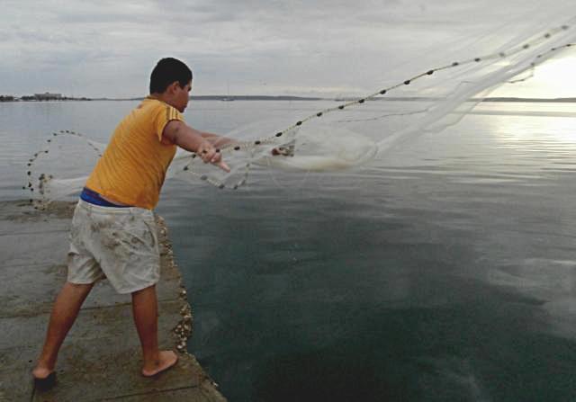 La increible historia de José Luis, el niñito cubano que sueña con ser el mejor pescador de Cienfuegos