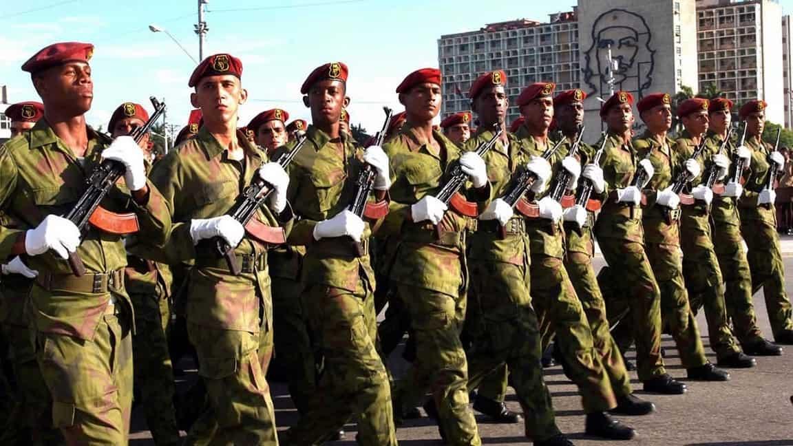 Joven cubano afirma que el gobierno cubano se prepara para enviar a jóvenes en el servicio militar a combatir a Venezuela
